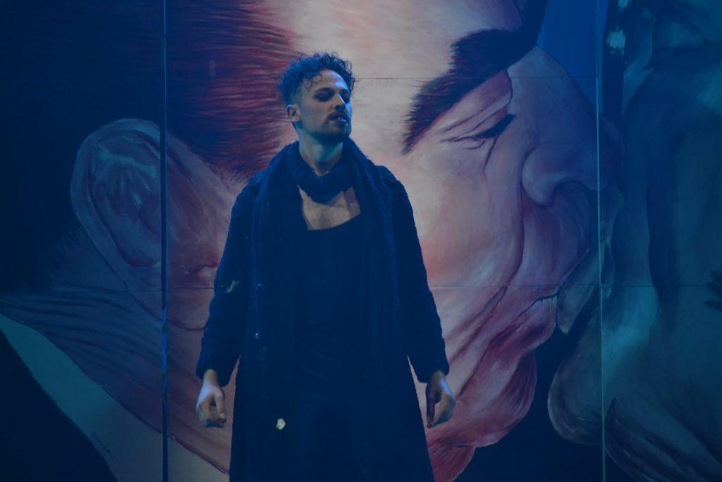 Il protagonista dello spettacolo, che interpreta Dioniso